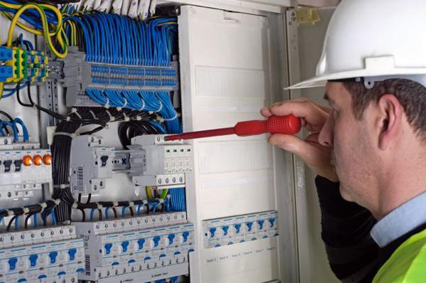 reparaciones eléctricas madrid aravaca
